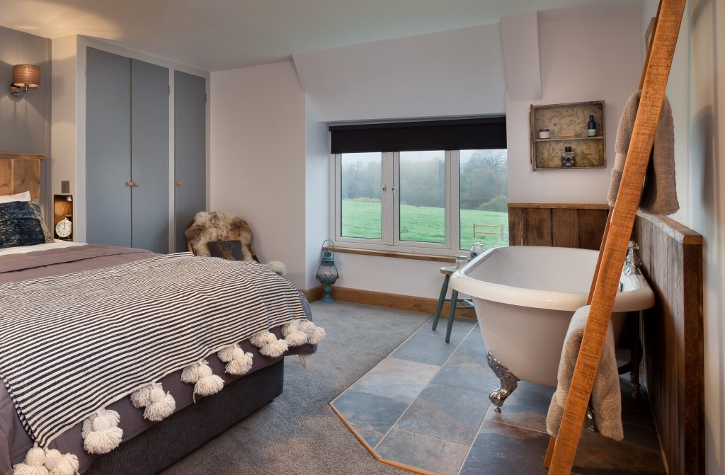 Cottages bedroom with bath